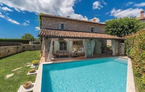 Charming Stone Villa Pakich with Private Pool