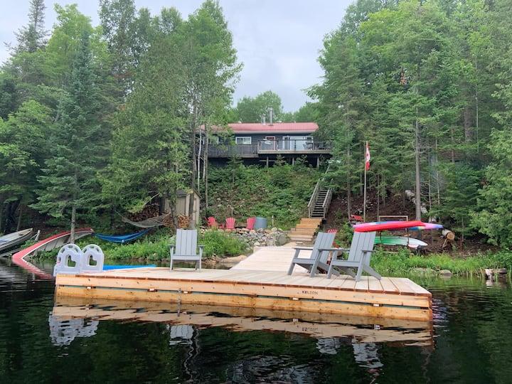 Cozy Kearney lake house