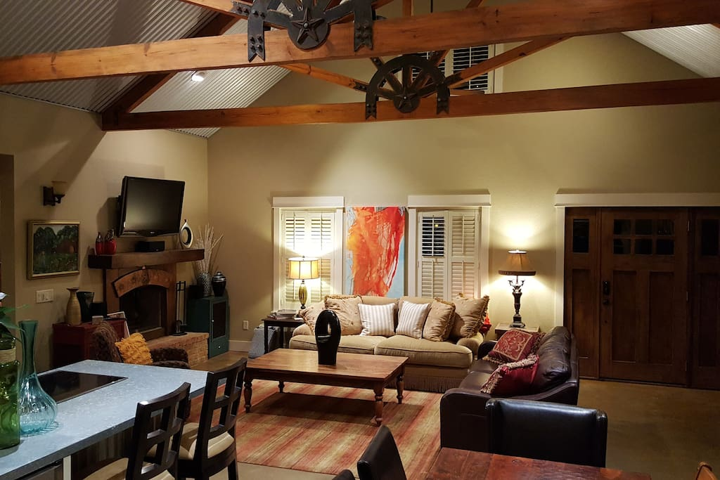 COZY WIDE OPEN LIVING AREA, GREAT FOR GATHERINGS