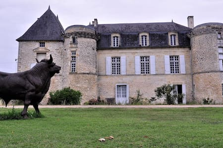 La tour d'Henri IV du Château de Lescours