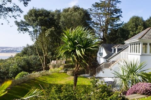 Luxury self catering 20m from beach- Rock Cornwall