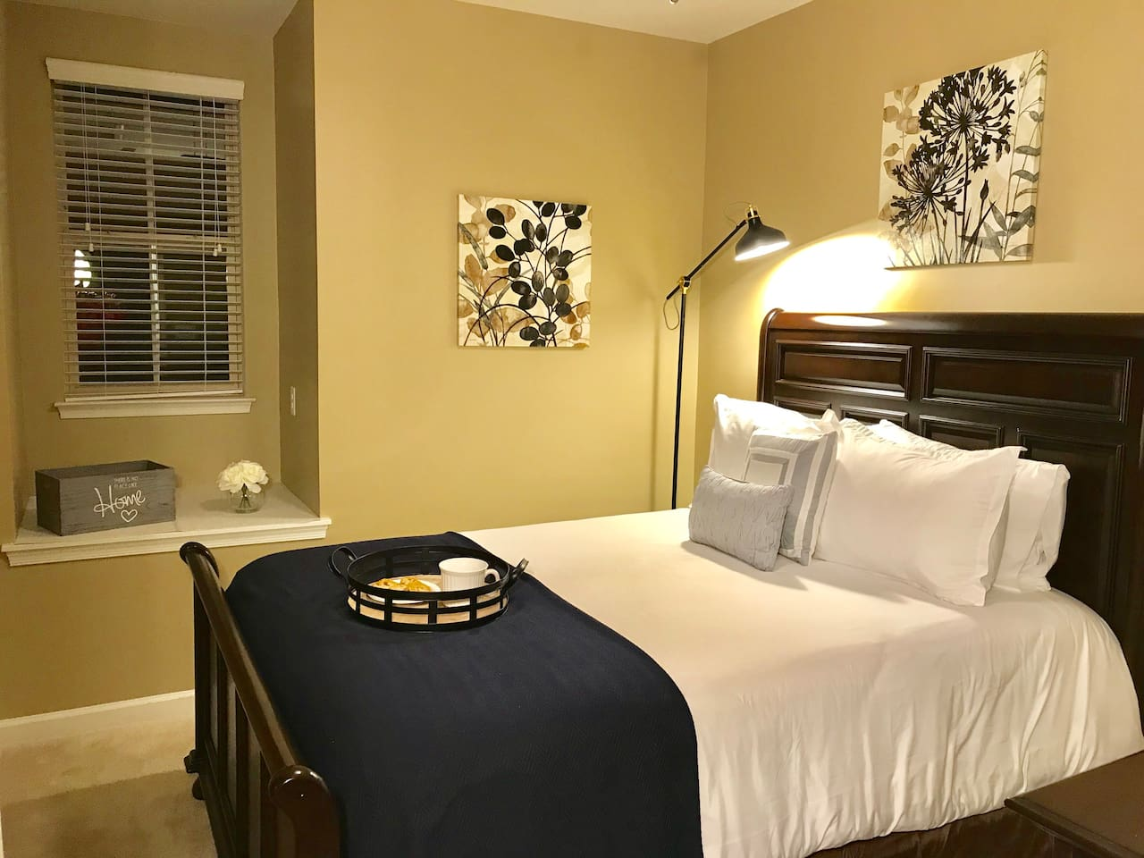 Luxurious bedding and en-suite, PRIVATE bath