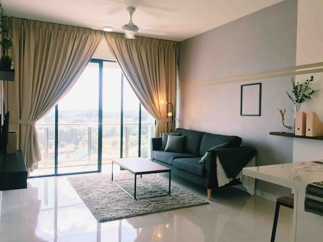 Luxurious unit with facing Istana Johor Crown