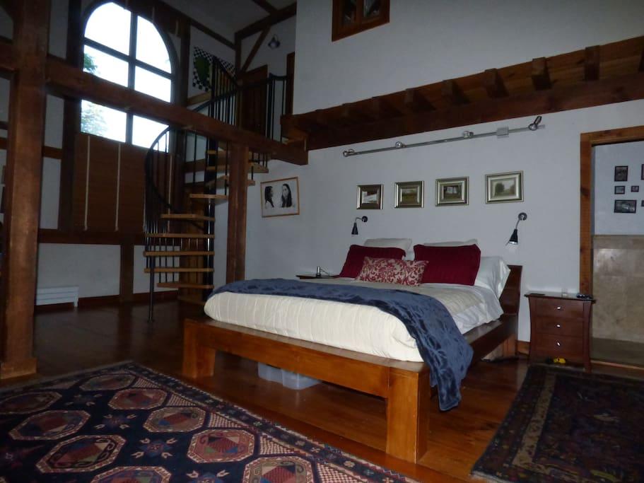 Guest Bedroom #1 Queen Bed en suite bath