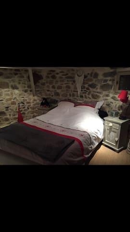 TOUR DE CHATEAU À Orlienas / Lyon - Orliénas - Rumah