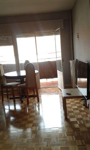 Habitación en edifico de excelente comunicación - Madri - Condomínio
