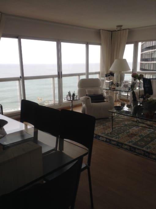 Sala com mesa de jantar. Vista Playa de Los Ingleses + Porto