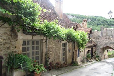 La Do Ré dans la cite médiévale de RocAmadour - Rocamadour - Huis