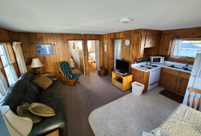 Moody's Motel and Cottages - 2 Bdrm Cottage - 1Q, 2T beds