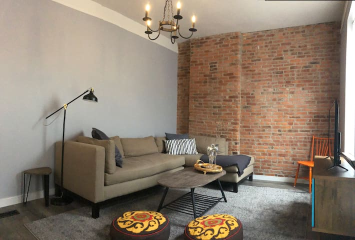 Germ Free Airbnb, Entire home in Tower Grove East