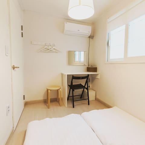 bedroom1  방1