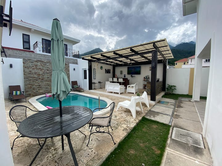 Prívate apt Pool  🏊‍♀️ ,Bar 🍹 ,Nature 🏔  @Exclusive📍