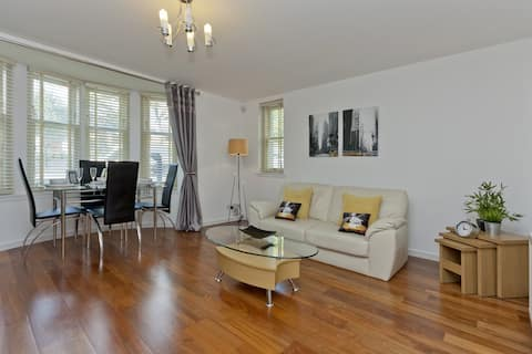 West End, Ground Floor Flat - Private Parking