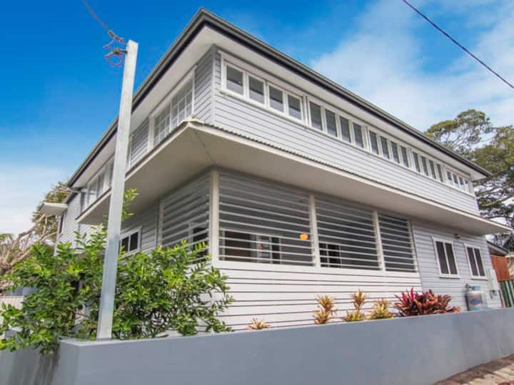SUPERB STAYS - Park Street Beach House (Top Rated)
