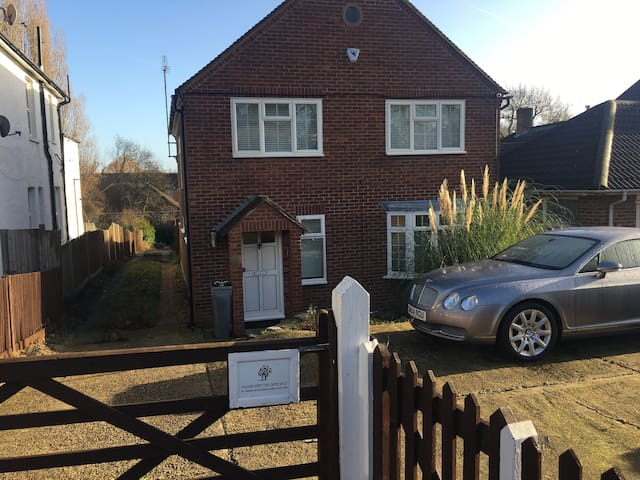 Double room in spacious detached house