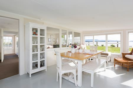 Absolute Waterfront & Private - 'Bayside Cottage' - Whakamarama - Casa