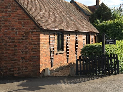 The Farrow at Nettlebed Barn - Self Contained