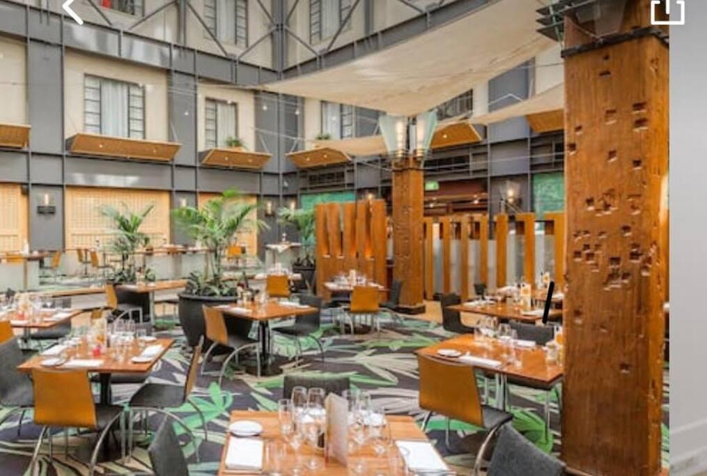 Hectors restaurant - award winning  dining.  Serves delicious breakfast, lunch, dinner and high teas.