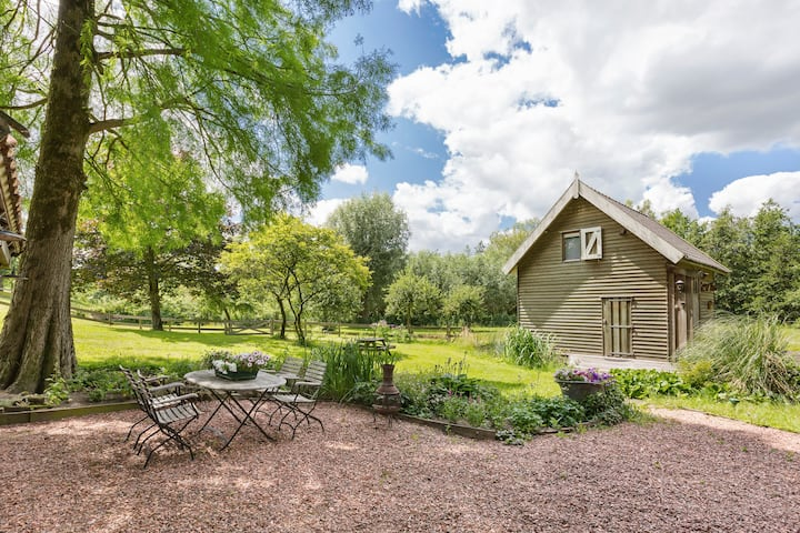 Cosy cottage in beautiful two-acre park