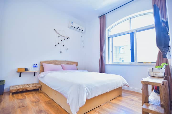 临海独栋别墅·阳光大床房,比邻烟台大学,近上市里、新世界、烟大浴场