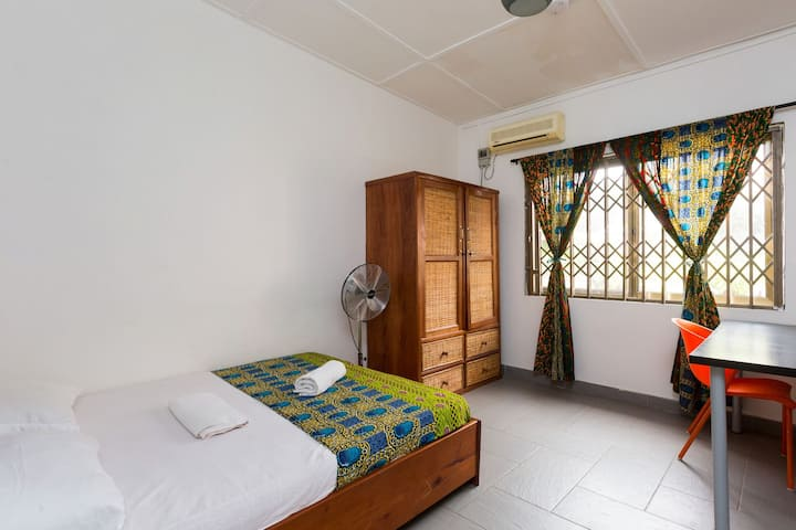 Agoo Hostel, Accra 1 double-bed room - Kpong
