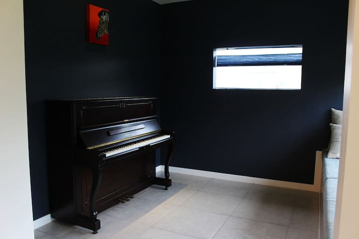 PIANO ROOM- sea side
