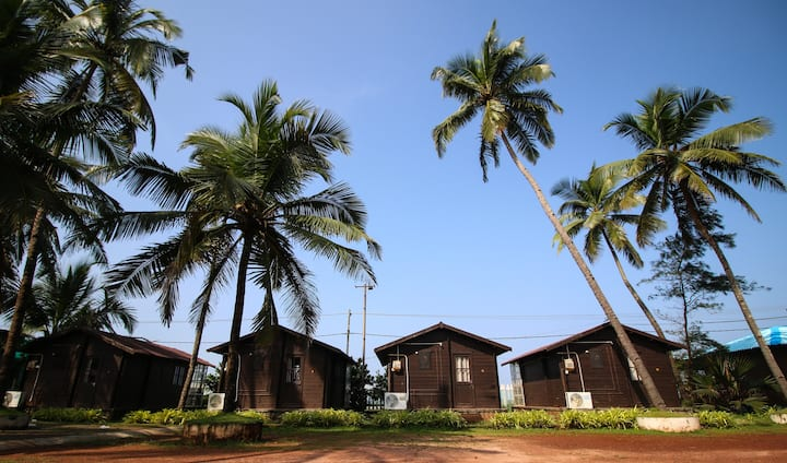 Kundapura Homestay: Beach Side Wooden Shacks