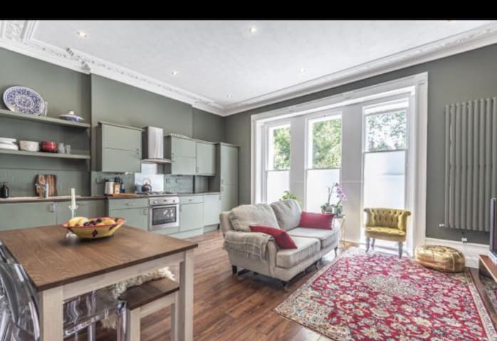 Spacious Victorian flat in a central location