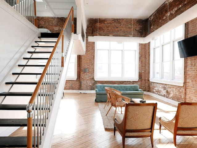 Greater Downtown Loft: Model G