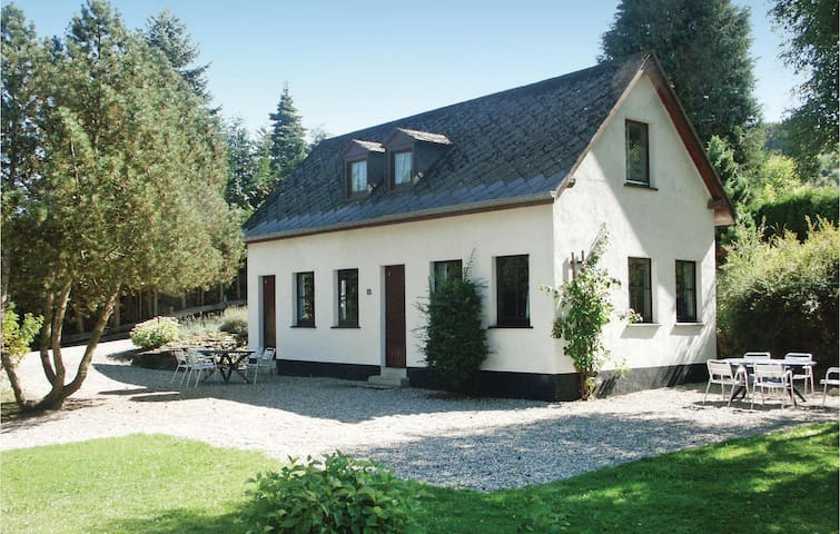 Holiday cottage with 3 bedrooms on 90m² in Enscherange