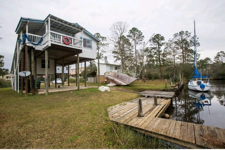 Captain's Quarters Waterfront Elevated Bayou home