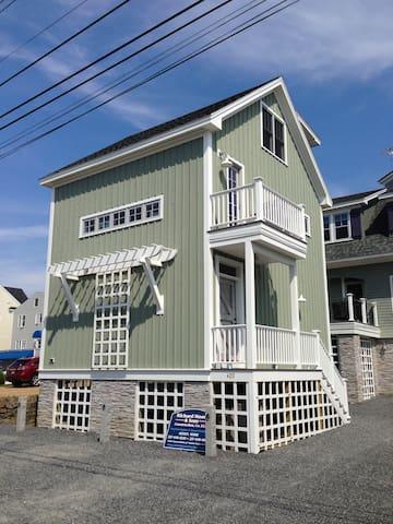 West Wind Cottage, Moody Beach Gem.