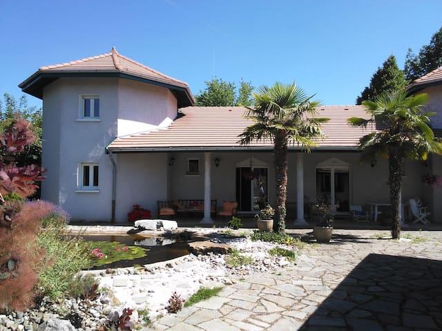 Grande chambre dans villa proche Genève et lac