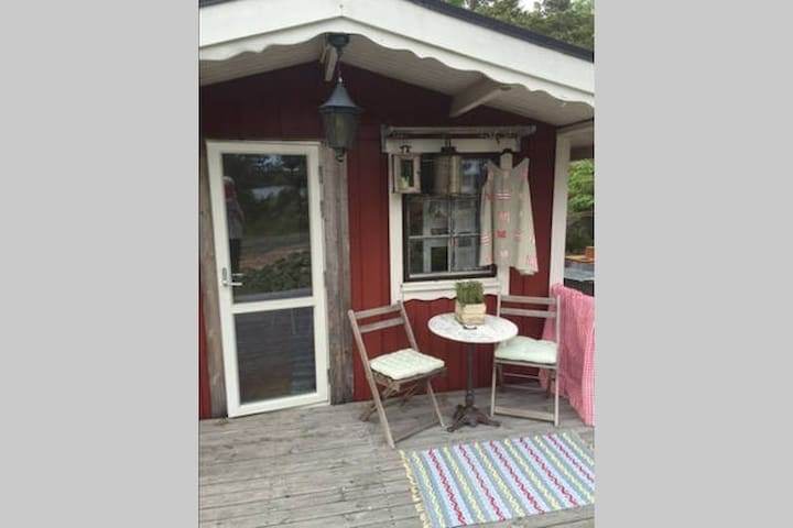 Cosy cottage in the nature and 75 meter to ocean - Sandvik - Talo