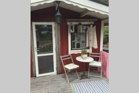 Cosy cottage in the nature and 75 meter to ocean - Sandvik