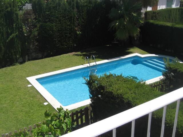 AT195 GAUDÍ: Very well equipped house and with pool,750 m from the beach