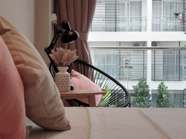 2人粉灰色简约舒适独立式套房/近机场/市区/丹绒亚路海滩 Aeropod Sovo