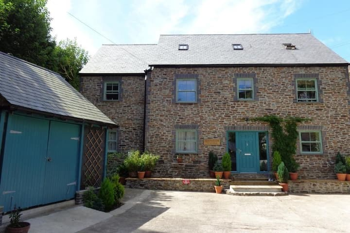 New- luxury pet friendly pad for 12 in Cornwall!