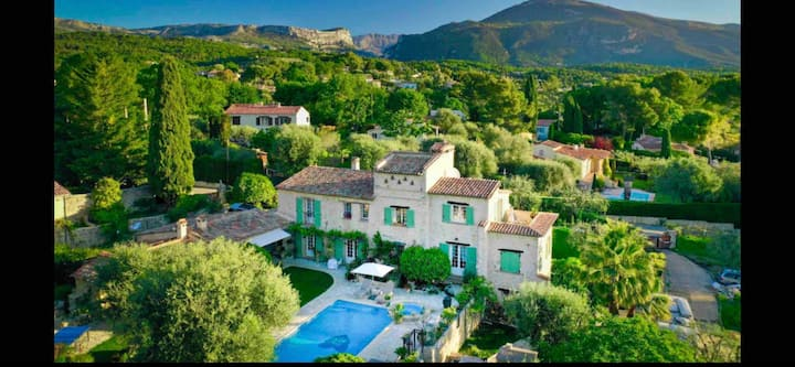 Elegant Charm in a French Bastide and Heated Pool