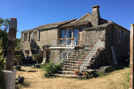 Location gîte authentique. - Saint-Félix-de-l'Héras - Rumah