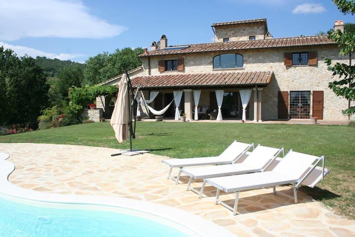 Casale Le Scarsine, Giove, Umbria - Province of Terni - Huvila