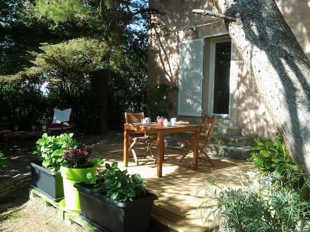 Appartement avec jardin - Saint-Florent - Huis