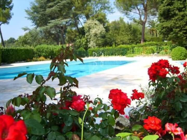 Studio dans résidence avec belle piscine