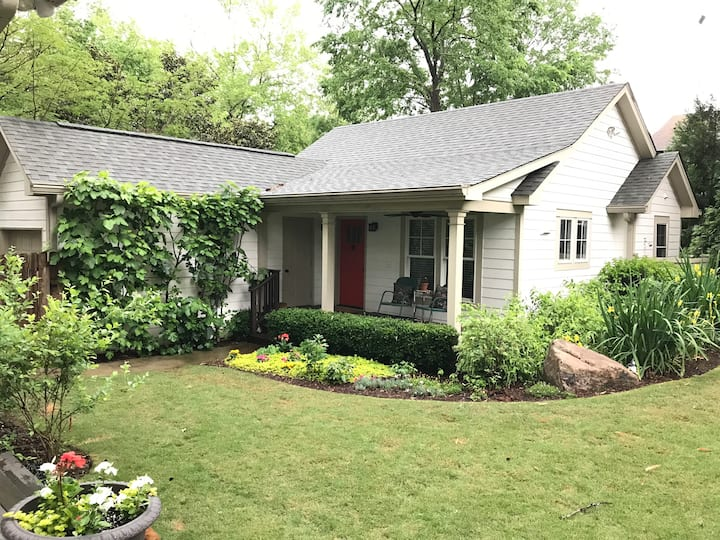 Spacious, Quiet City Cottage in Hip Decatur