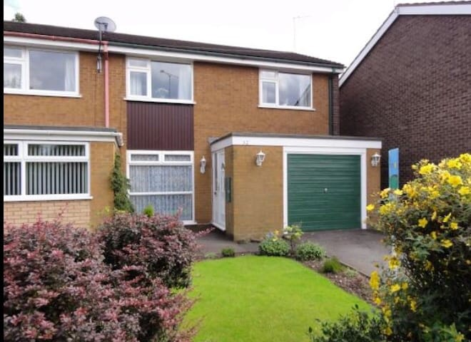 Lovely 3 Bed House near Wolverhampton City Centre