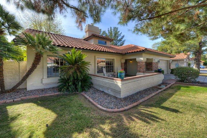 Perfect Location!  Approximately 1 mile from the 101N making travel anywhere in the valley a breeze!  Approximately 1 mile to Mayo Hospital,  and less than 4 miles to Kierland, Scottdale Quarter, Desert Ridge and City North.