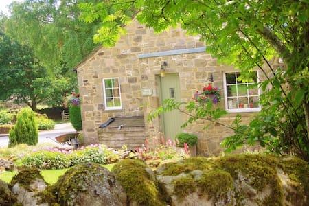 Smith Cottage,  Appletreewick, sleeps 2