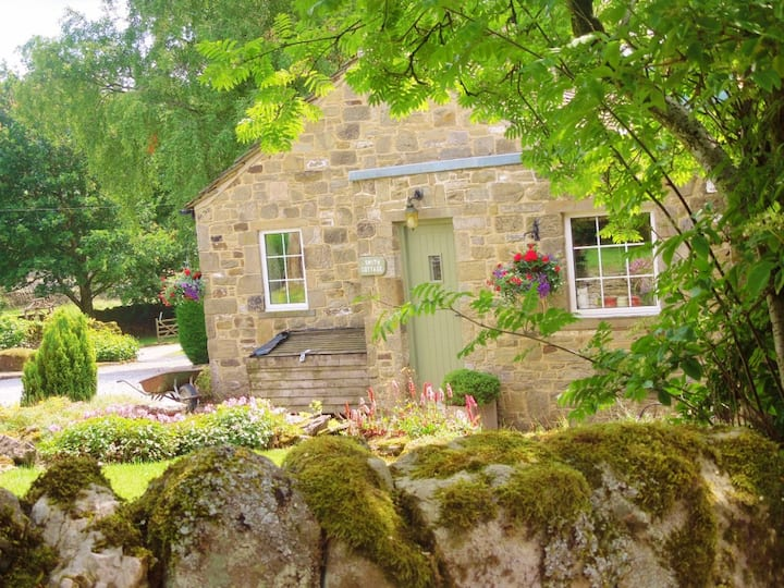 Smith Cottage,  Appletreewick, sleeps 2