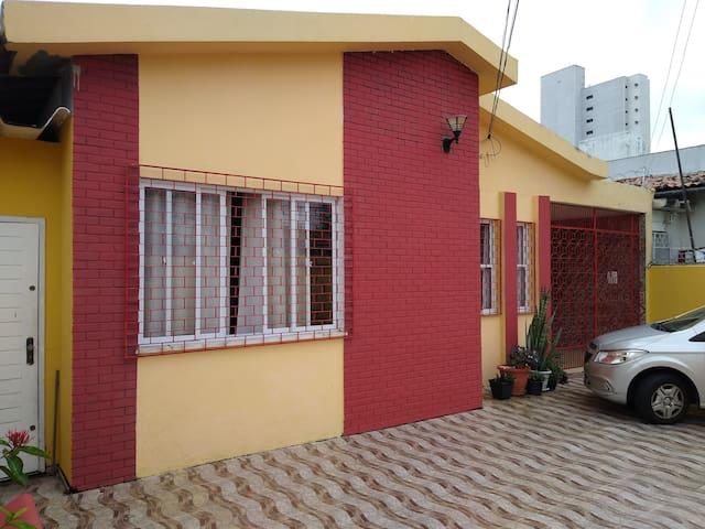 Casa de Artista-Quarto 1,2, 3 ou 4 pessoas.