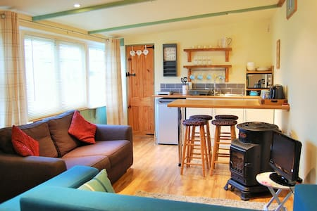 Y Caban Clyd / The Cosy Cabin - Rhosneigr